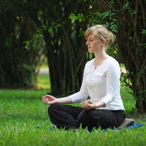 meditáló_nő