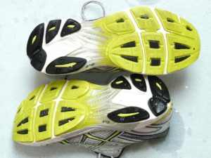 running-shoes-49581_1280